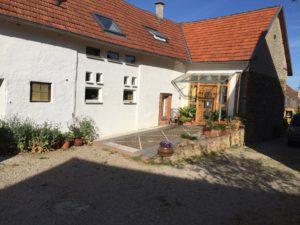 Ferienhaus Eifel Uedelhoven Nachbarhaus Zufahrt