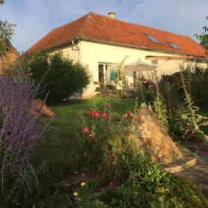 Ferienhaus Eifel Uedelhoven Nachbarhaus Gartensicht